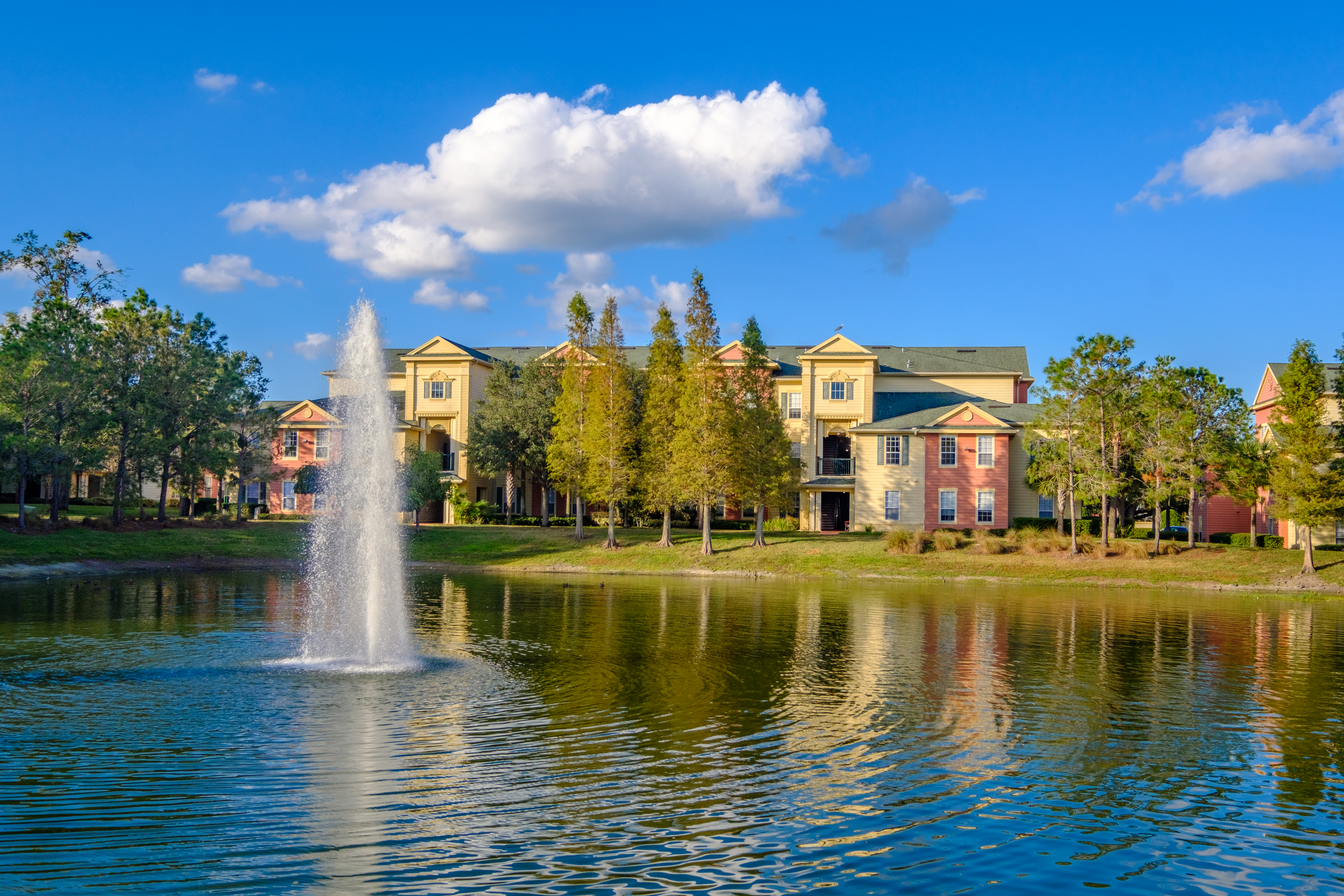 Victoria-Landing-Lake-and-Fountain-3